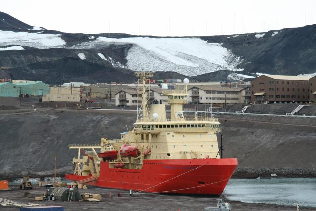 NB Palmer in McMurdo (2007)