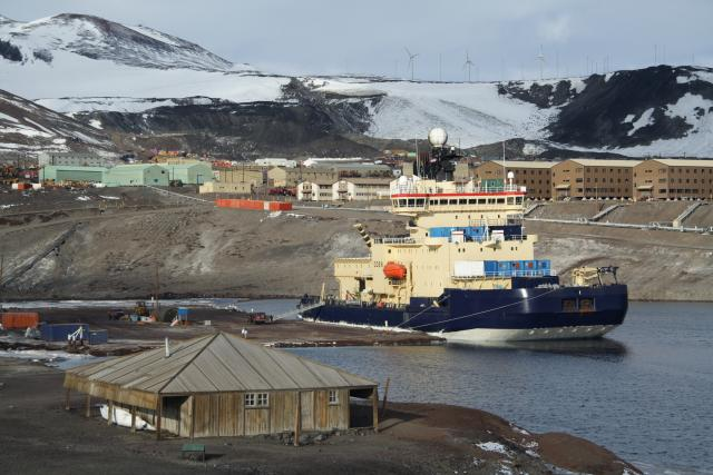 Oden at McMurdo Station (2010)